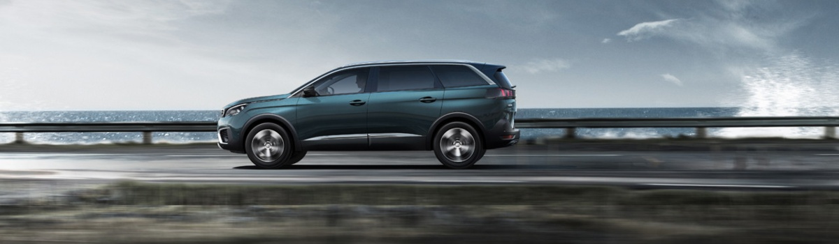 Peugeot 5008 side view