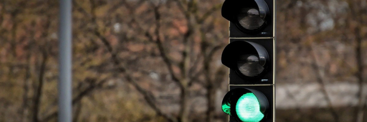 history of traffic lights showing a green