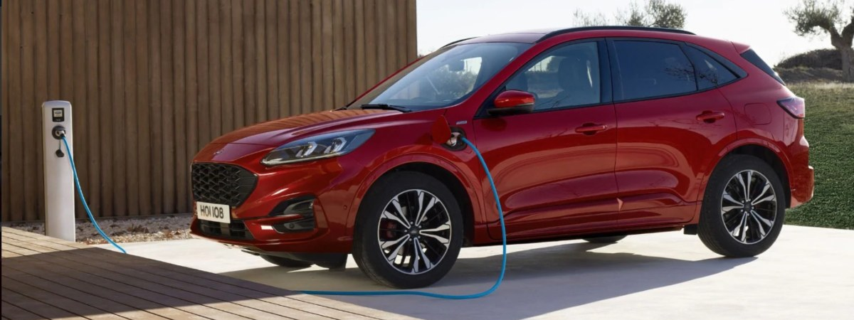 Ford Kuga hybrid on charge
